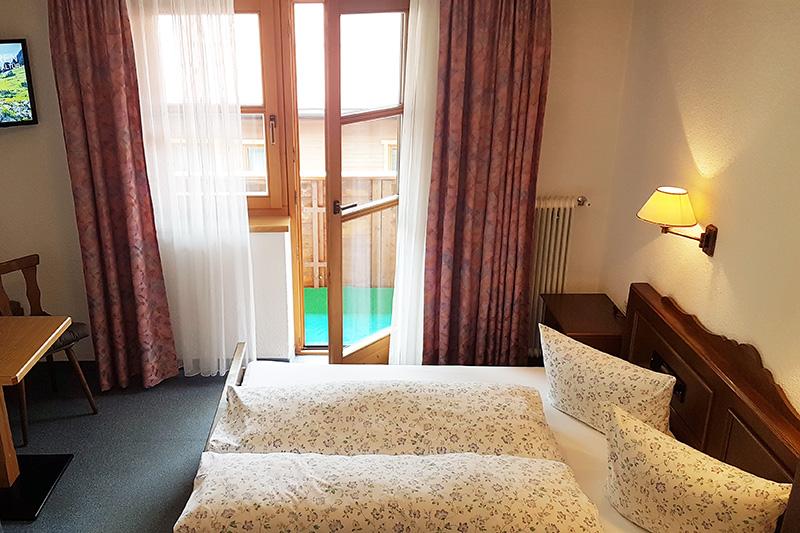 203-Zimmer-und-TV-Ecke-web